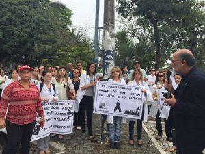 2-manifestacao-agora-na-porta-da-prefeitura-de-caxias
